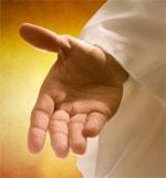 Beso sus manos sacerdotales