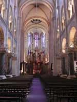 Silencio orante en la iglesia